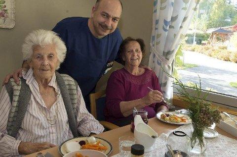 Endrede matrutiner har ført til økt appetitt for beboerne ved Bjørkelia bofellesskap, sier ernæringsansvarlig Mohsen Jamei.
