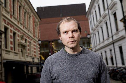 Forfatter Johan Harstad er aktuell med romanen «Max, Mischa & Tetoffensiven», og boken kan bli en populær julegave.