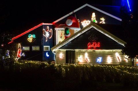 Mange pynter hus og leiligheter med masse lys i jula.