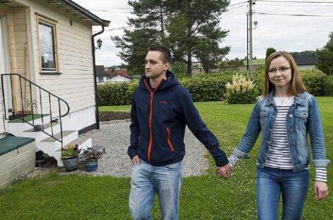 Paulina Swiergon (21) og Sebastian Grabia (22) mener unge ikke sparer fordi de regner med å få økonomisk hjelp fra foreldrene.