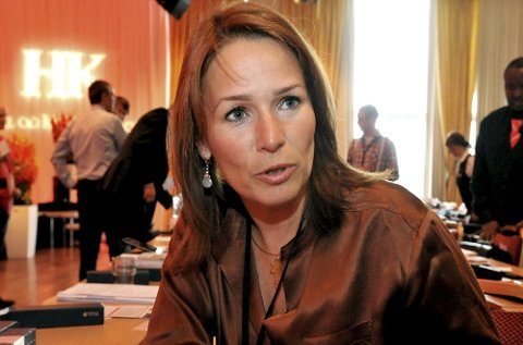 Trine Lise Sundnes gikk fra å være LO-sekretær til å bli HK-leder. Nå fortsetter hun i ledervervet.