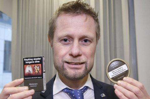 Helseminister Bent Høie (H) vil at røyk- og snuspakkene i Norge skal bli nøytrale.