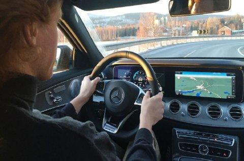Bak dette interiøret skjuler det seg store mengder data og teknologi. Nye Mercedes E-klasse er en av verdens mest teknologiske biler, uten at du nødvendigvis legger merke til det.