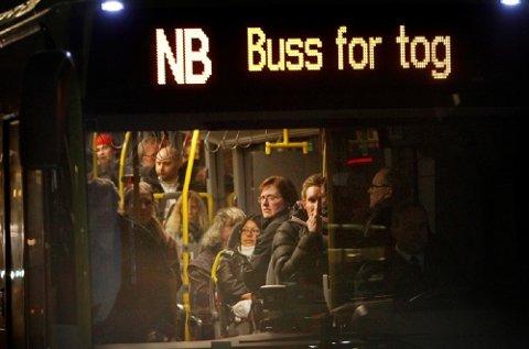 Togpendlerne liker dårlig bussen som et alternativt transportmiddel. – Bussen tar lenger tid, ikke minst i rushtida, sier Willy Frantzen, styreleder i Pendlerforeningen Østfold og Follo.