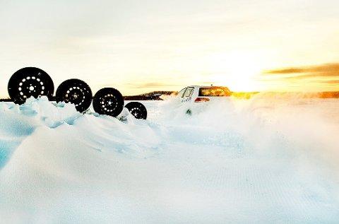 26 forskjellige dekk er testet i årets store vinterdekktest i Naf-magasinet Motor.