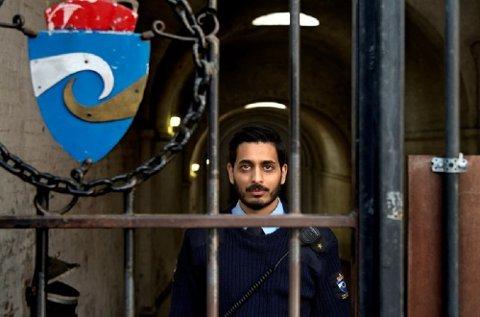 Tillitsvalgt og fengselsbetjent Farukh Qureshi vil bryte ned murer i håp om at samfunnet utenfor kan forstå kriminalomsorg på en bedre måte. Han mener en rekke utfordringer i kriminalomsorgen kommer i skyggen av skryt om synkende soningskøer.