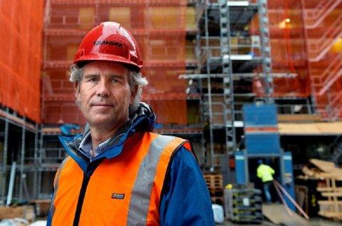 Administrerende direktør Jon Sandnes i Byggenæringens Landsforbund (BNL) ber regjeringen gjøre mer for å luke ut de useriøse aktørene i det private byggemarkedet.