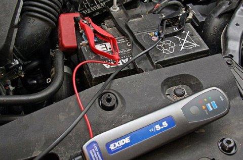 Problemer med bilens batteri er den hyppigste årsaken til bilberging. En vedlikeholdslader vil gjøre susen.