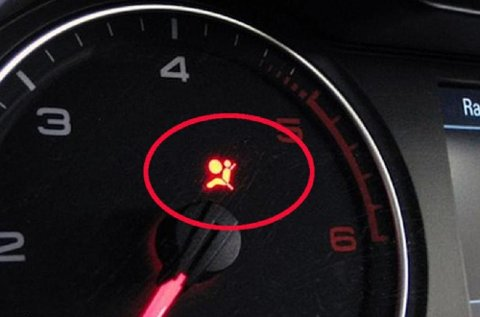 Når airbag-lampen lyser, kan du fort få deg en ubehagelig ekstrautgift.