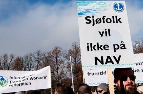 Sjøfolk fra hele Norden frykter å bli erstattet av billigere, utenlandsk arbeidskraft med næringsminister Monica Mælands (H) forslag om å myke opp regelverket for det norske internasjonale skipsregisteret (NIS). Her fra en demonstrasjon foran Stortinget tidligere i år.