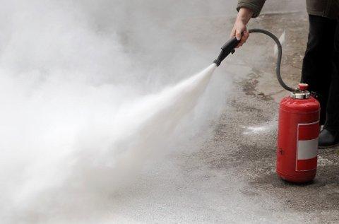 Et seks kilos brannslukkingsapparat tømmes på under 20 sekunder.