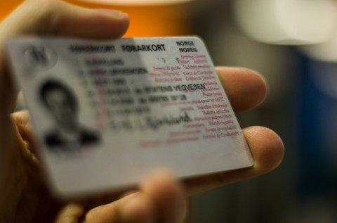 Ifølge de nye førerkortforskriftene må førerkort utstedt før 1. april 1979 byttes til nytt førerkort før 1. januar 2020.
