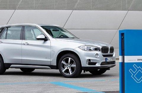 Den store SUV-en BMW X5 har økt salget kraftig etter at den kom som ladbar hybrid. Stadig flere nordmenn ønsker seg nå hybridbil.