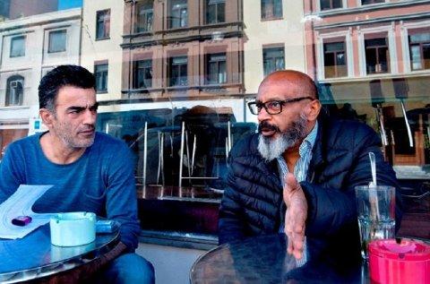 Birol Ciplak (t.v.) og Samy Galal kom begge til Norge på 80-tallet. De føler større tilhørighet til Norge enn sine hjemland, henholdsvis Tyrkia og Egypt, og hegner om verdier som demokrati, ytringsfrihet og likestilling.