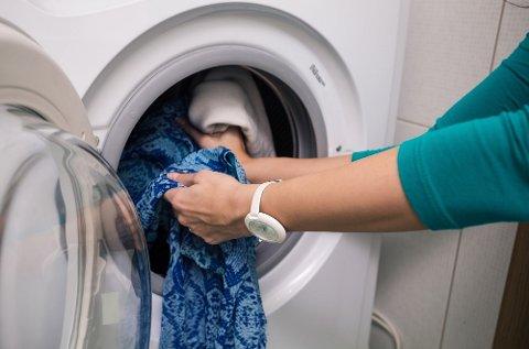 Å kjøre en klesvask på 60 grader koster mindre enn en krone.