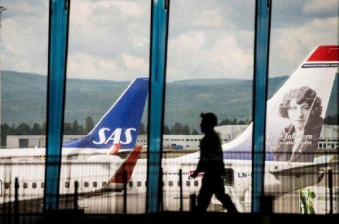 Flyselskapene er strålende fornøyde med hva de generelt sett oppnår når det gjelder innstilte avganger. Mange reisende med Norwegian vil nok si seg uenig i dette, etter de seneste dagenes hendelser.