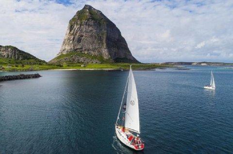 Å se Træna og Helgelandskysten fra sjøsiden, er en opplevelse du neppe glemmer.