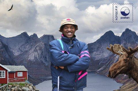 Postkort: Safari Yves Shabani er redigert inn i et typisk norsk postkort. Den unge Mysen-mannen er klar for en spesiell tur gjennom Norge.