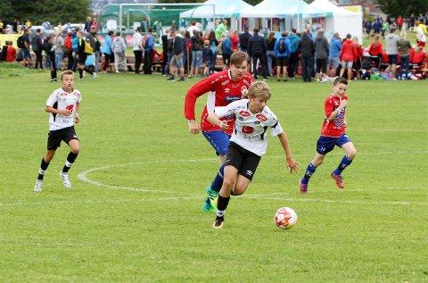 NORWAY CUP: Spencer Skjeldestad i aksjon for eit av Sogndal sine lag under Norway Cup i fjor. (Arkivfoto)