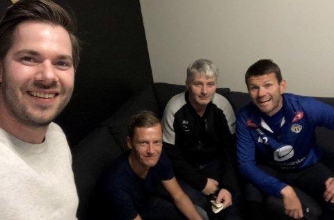 Programleiarane Endre Romøren og Morten Sortland har med seg Sogndal-trenar Eirik Bakke og dagleg leiar Terje Rognsø i den nyaste utgåva av fotballpodkasten Radl om badl.