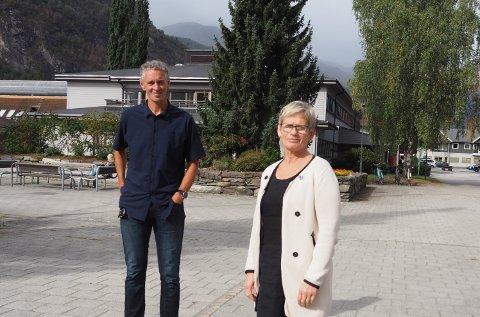 NYBYGG: Både kommunalsjef John Olaf Røhme og leiar Kari Olseng Paulsen i omsorgstenesta i Luster, er positive til nybygg med helsesenter- og omsorgssenter.