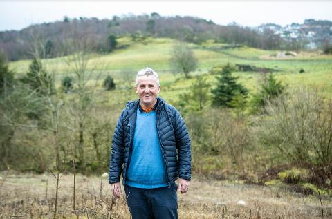 Jordbærbonde Geir Joa ønsker å etablere parsellhager til folk som vil produsere mat på egen åkerflekk.