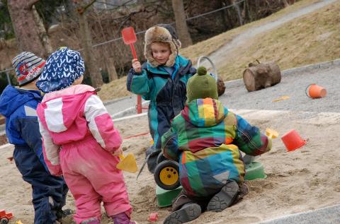 Det kan gå mot mer utelek når barnehagene neste uke åpner igjen.