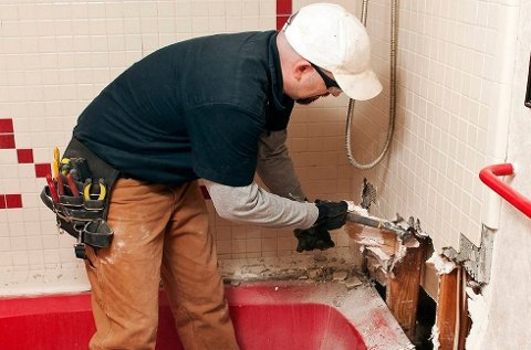 Nordmenn betaler hvert år milliardbeløp fra egen lomme for lekkasjer på baderommet. (Foto: ANB Arkiv)