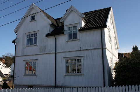 Når huset ditt ser sånn ut, bør du ta grep. (Foto: Jotun/ANB)