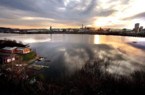 FORURENSET: Sjøbunnen i Gunneklevfjorden er forurenset av blant annet kvikksølv, dioksiner og furaner.