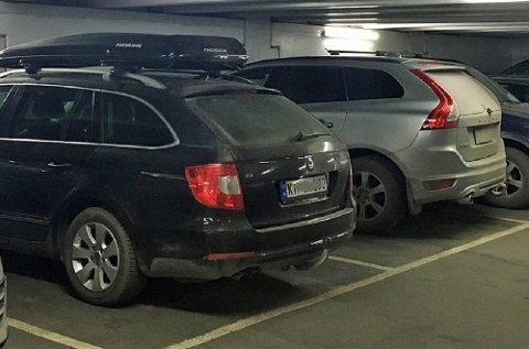 Naf har noen gode råd til de som vil unngå småbulker og uhell når de parkerer. Mye handler faktisk om hvordan du kjører inn på parkeringsplassen. (Foto: broom.no/ANB)