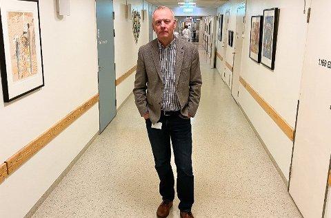 VAKSINERT: Rundt tusen ansatte hos Sykehuset Telemark har fått AstraZeneca-vasksinen. På bildet ser vi sykehusdirektør Tom Helge Rønning.