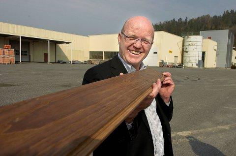 DØD: Skiensmannen Tom Lande Iversen (62), kjent som forretningsutvikler og gründer i Grenland, døde brått torsdag 2. september. Dette arkivbildet ble tatt i april 2007, i forbindelse med at Kebony Products flytta og ble utvidet.