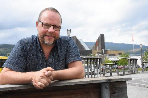 GLADMELDING: Ordfører Bengt Halvard Odden er glad for at Hjartdal nå kan gjøre et byks i vaksineringen, takket være vaksinedoser som ble til overs i Skien.