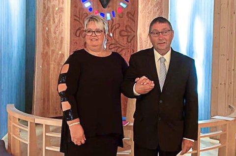 ENDELIG EKTEPAR: Etter 30 år sammen giftet Reidun Sisjord og Ole Henning Skogen seg i Heddal låvekirke mandag 13. september. De mente det var på tide.