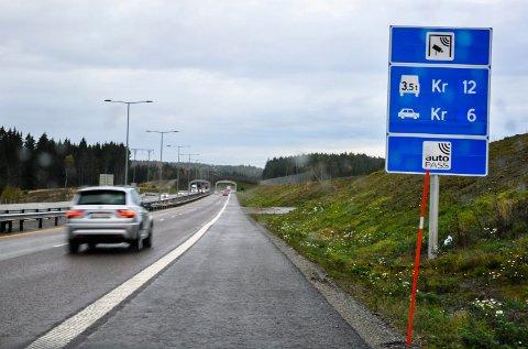 E18. E18-trafikk. Trafikk. Bomstasjon Fokserød. Bommer E18.