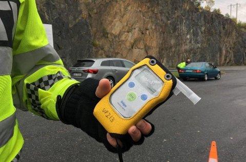 AVSLØRER NARKOBRUK: Med dette instrumentet kan en sjekke om sjåføren er ruspåvirket av narkotika eller legemidler.