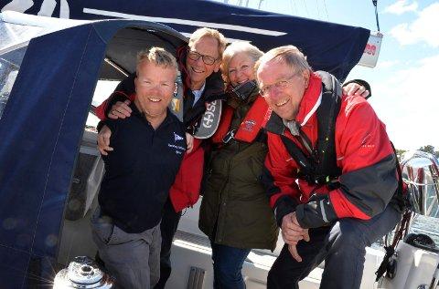 OMBORD I X-34: Bjørnar Erikstad (til venstre) skolerte ordførertrekløveret Roar Jonstang, Bente Bjerke og Petter Berg i en typisk Færdern-båt; en X-34.