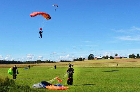 2. PINSEDAG: Hvis man er fallskjermhopper kan en bli med på magehopping 2. pinsedag. Arkivbilde.