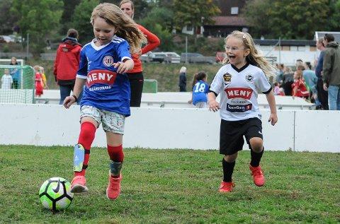IDRETTSGLEDE: Smilet satt løst gjennom kampene til samtlige av de tusen fotballspillerne som spilte under DnB fotballfestival på Eikbanen. 116 lag fra Tønsberg og omegn i alderen seks til ti år deltok i turneringen.