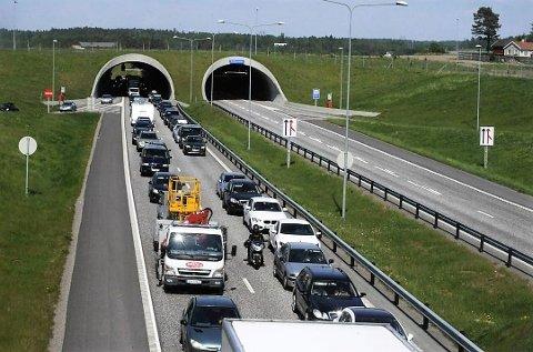 VIKTIG ERFARING: Utbyggingen av E18 til firefelts motorvei gjennom Vestfold medførte et stort antall jordskiftesaker. Vestfold jordskifterett fikk derfor en kompetanse i tiltaksjordskifte som andre har kommet for å lære av, skriver forfatterne.