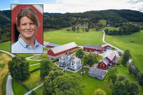 TAR OVER: Gunhild Jenssen har tatt over Vinje bruk i Mosvik fra sin far Anton Jenssen.