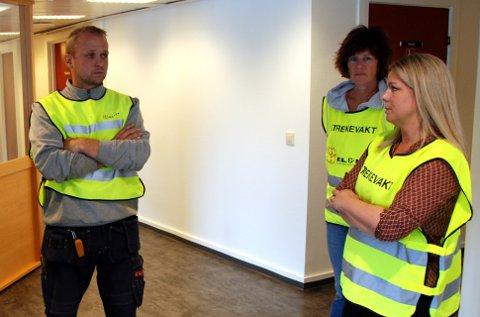 Streiken held fram: Oddvar Presthegge, Eli Bratterud og Jorunn Rosendal konstaterer at streiken held fram. Tor Harald Skogheim