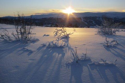 Eventyrleg: Herleg vinterstemning rett før nyttår, her like før solnedgang på Garlimyrene ved Beitostølen.