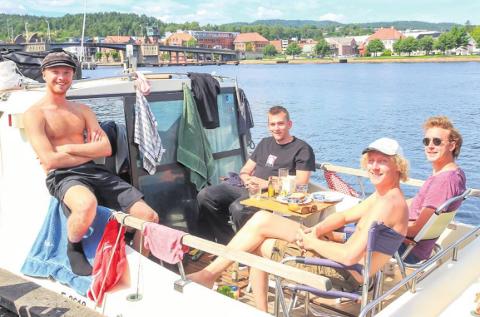 ARVID AV VALDRES: Denne kompisgjengen er for øyeblikket på Norgesferie i båten Arvid av Valdres.