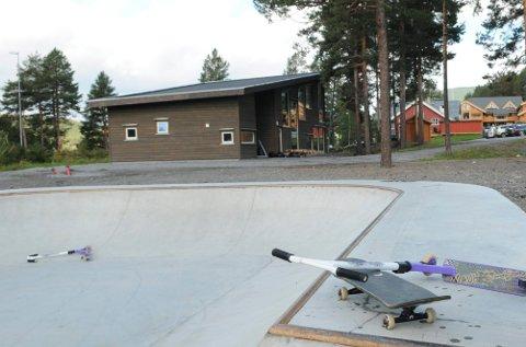 Opnar opp: Øystre Slidre kommune opnar opp Storsalen og Kaffisalen på Tingvang, auditoriet til Øystre Slidre ungdomsskule og til ungdomshuset Gapahuken.