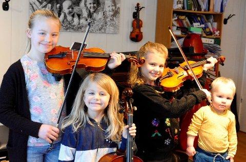 Familieorkester: Alle i familien Erlandsen må ta i eit instrument kvar dag. Her representert ved Maud (10), Solveig (8), Ada (6) og Eilif (1).