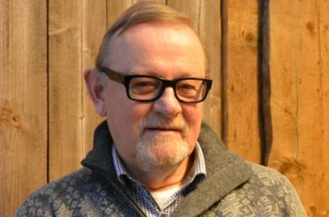 Skriveglad: Finn Olav Teslo setter pris på ei god bok, men skriver aller helst sjøl.