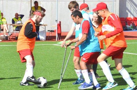 Disse gutta er klar for fotballkamp søndag.  Og kanskje kommer A-lagsgutta og ser på.