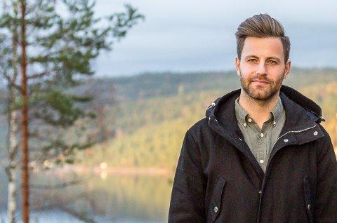 KAMP OM BOLIGENE: Eiendomsmegler Tobias Kjensli Dyrseth hos Krogsveen har på få dager solgt to boliger langt over prisantydning.